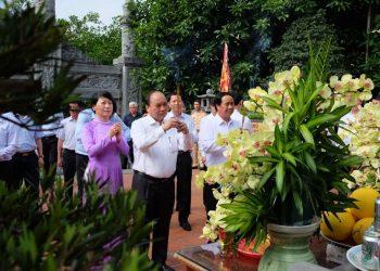 Thủ tướng Nguyễn Xuân Phúc thăm di tích Bạch Đằng Giang