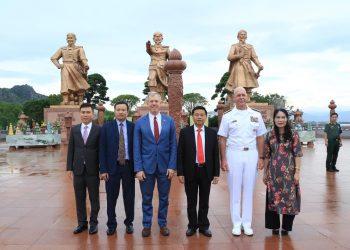 US Ambassador and Pacific Fleet Commander