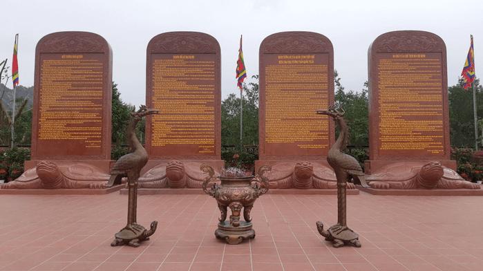 Văn bia tại di tích Bạch Đằng Giang