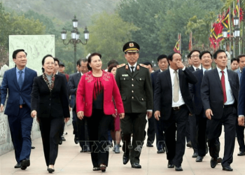 Chairman of the National Assembly visited the Bach Dang Giang