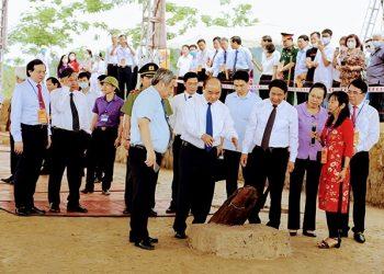 Thủ tướng Nguyễn Xuân Phúc dự lễ khởi công Khu bảo tồn bãi cọc Cao Quỳ