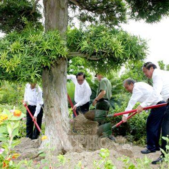 Phó Thủ tướng Thường trực Trương Hòa Bình đến thăm khu di tích Bạch Đằng Giang